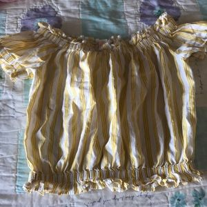 I am selling a crop top and it's too small for me